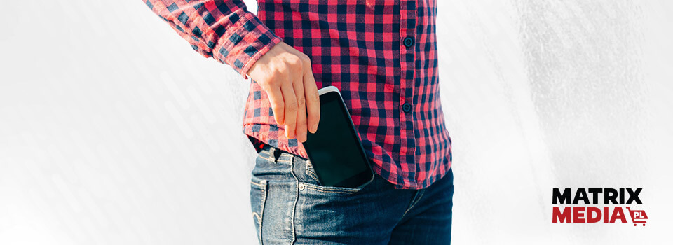 niebezpieczeństwo noszenia-smartfona-w-kieszeni